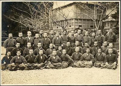 鳥羽賀多神社前での記念写真