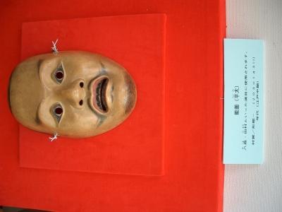 賀多神社の能面と能衣装3