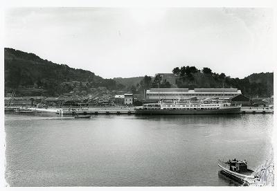 鳥羽港修築後 停泊する客船〈橘丸〉